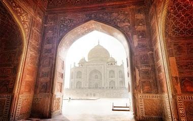 Honeymoon in Agra at Taj Mahal