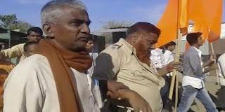 مملکتی وزیر برائے داخلہ رام شنڈے نے سب انسپکٹر یونس شیخ سے دواخانہ پہونچ کر ان کی عیادت