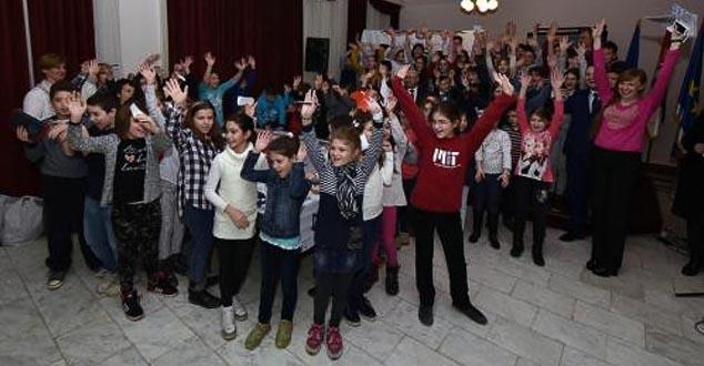 Украјина и Мађарска користе српску децу - Коме пишу писма ученици из Војводине?