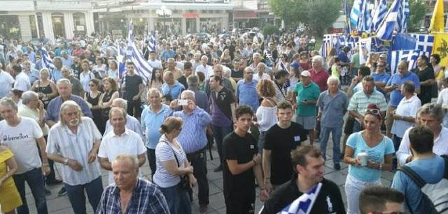 «Βούλιαξε» η κεντρική πλατεία των Τρικάλων στο συλλαλητήριο για τη Μακεδονία (βίντεο)