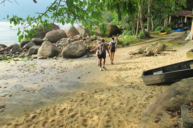 Praia do Perez, na trilha das 7 praias desertas de Ubatuba