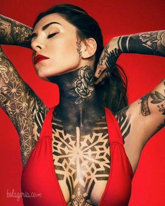 Imagen de un Tatuaje para mujer en el cuello