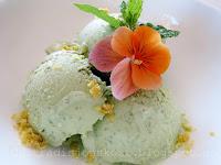 http://tradisjonskost.blogspot.no/2014/07/rmmeis-iskrem-med-mynte-oregano-sitron.html