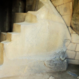 Tumba Real, de Machu Picchu: Escada Representa a Pachamama