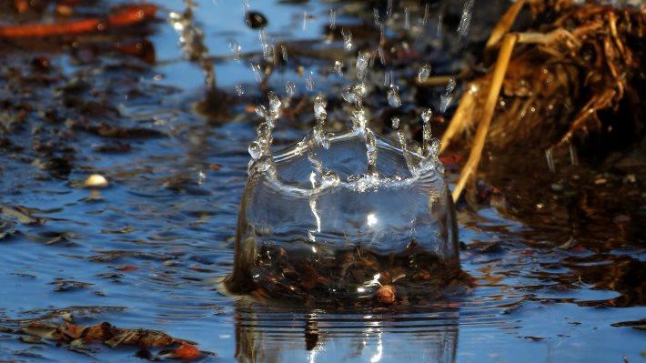 Wallpaper: Splash! Droplet when hits the water