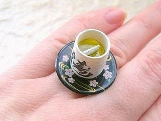 Diseño de anillo muy creativo e inusual en forma de taza de te