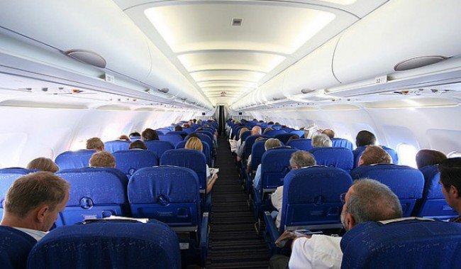 مخمور يهاجم طاقم طائرة كانت قادمة إلى مراكش ويجبر الربان على تغيير المسار