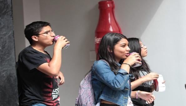 Unos 24 mil mexicanos mueren por exceso de bebidas azucaradas