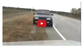 شاهد بالفيديو اصطدام مروع وجها لوجه بين سيارتين