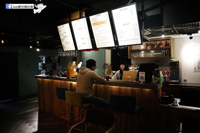 IMG 4671 - 熱血採訪│凱度高空咖啡館,隱藏在高樓大廈裡的夜景咖啡,百元有找,談生意、約會好地方
