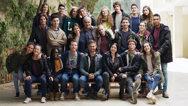 Imagen con la que finaliza la tercera temporada y última de la serie, del plantel de actores de la clase al completo, junto a Merlí