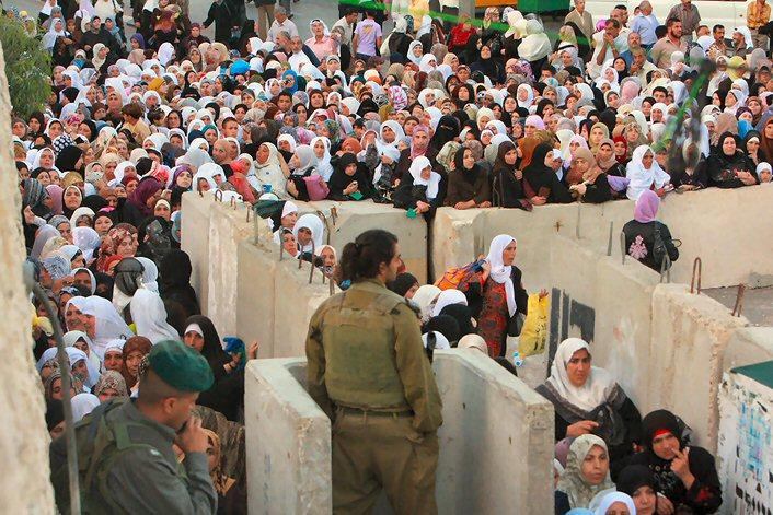 Israel annule toutes les autorisations de Palestiniens souhaitant visiter leurs familles pendant le ramadan.