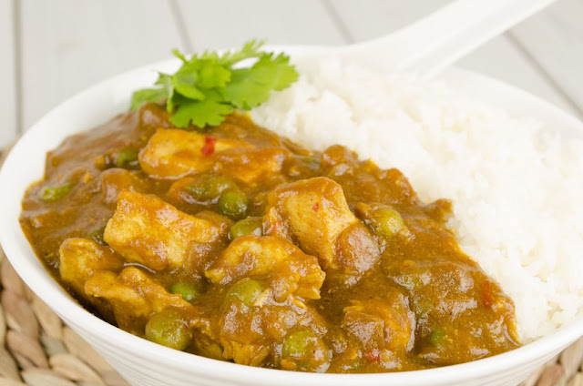 Cath's Meal Plan - Slow Cooker Chicken Curry on the menu this week on Debt Free Cashed Up and Laughing Click through for the recipe