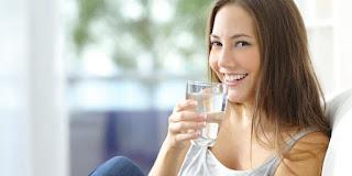 Manfaat Hebat Minum Air Hangat yang Jarang Diketahui Banyak Orang