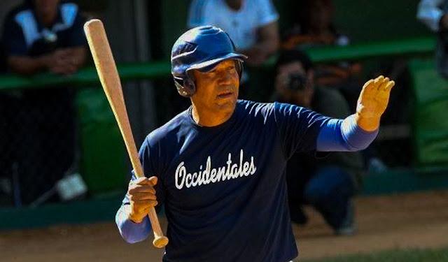 El exreceptor de Industriales y los equipos Cuba se declara en contra de aceptar de vuelta a los peloteros que abandonaron el país.
