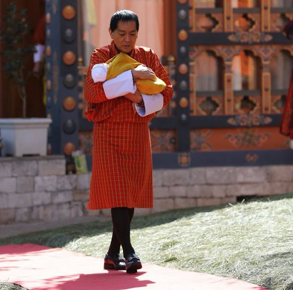 The Royal Family of Bhutan celebrated the Buddhist new year (Losar) today at the Lingkana Palace with a very special family gathering, which included for the first time the new royal prince, His Royal Highness The Gyalsey.