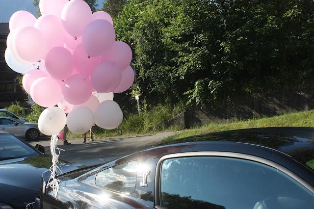 Brautauto - Deutsch-indische Hochzeit im Riessersee Hotel Garmisch-Partenkirchen, Bayern, Navy Blue, Weiß, Fuchsia, Vintage, Schmetterlinge, Ballons - #deutsch-indische Hochzeit #Riessersee Hotel #heiraten in Bayern #Hochzeit in Garmisch