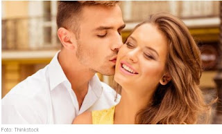 Ini Cara Berciuman Yang Dapat Membangunkan Keintiman Pasutri