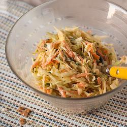 Salata od svježeg kupusa, šargarepe i celera