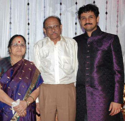 Rajesh Krishnan with father and mother