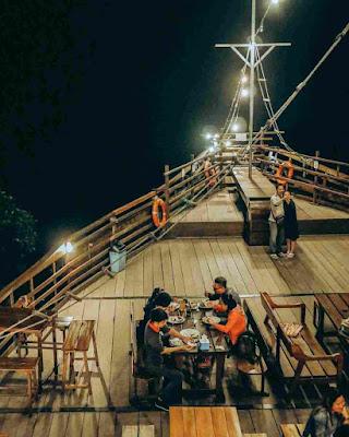 Resto Pinisi Wisata Glamping Lakeside Rancabali