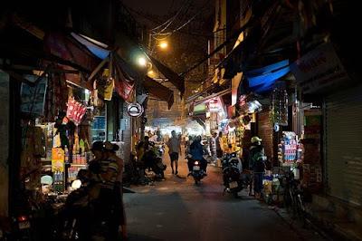 Ханой, Вьетнам. Hanoi, Vietnam, ночная улица, торговые ряды, столица, вьетнамцы