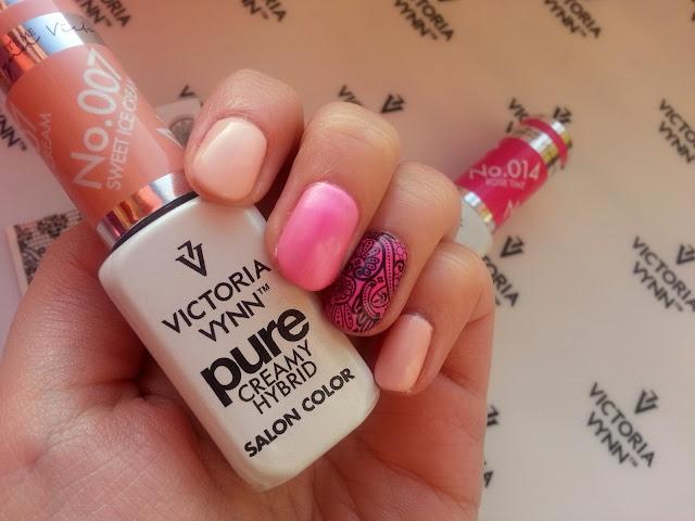 Różowy manicure hybrydowy z koronką