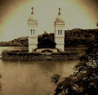 Torres da Antiga Igreja Matriz de São Pedro, Itá