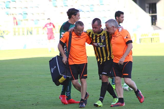 Alaín se retira lesionado del partido en Lasesarre contra el Toledo
