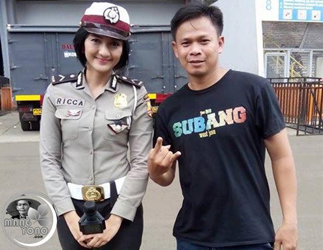 Bripda Ricca Khalmas dan mang Anwar Rudin ( Salah satu Admin PBS) di Stadion GBK, Jakarta