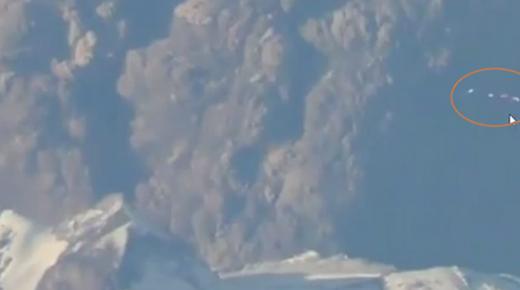 Flotilla de OVNIs vistos en masiva erupción del volcán Calbuco en Chile