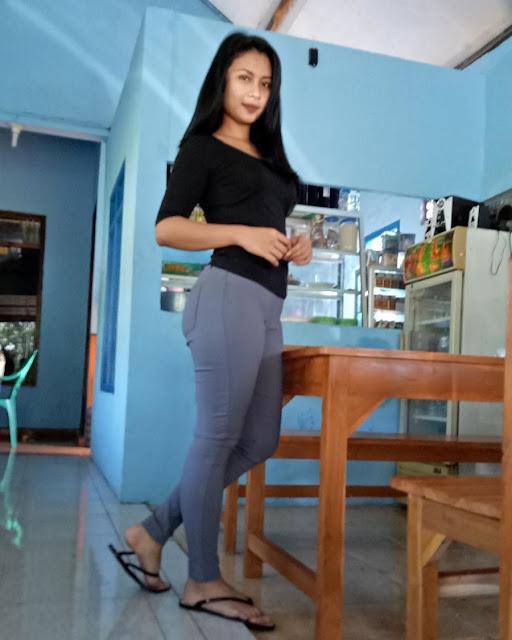 Foto-Foto Seksi Andita, Pelayan Warung Kopi Cantik yang Dulu Pernah Main Sinetron
