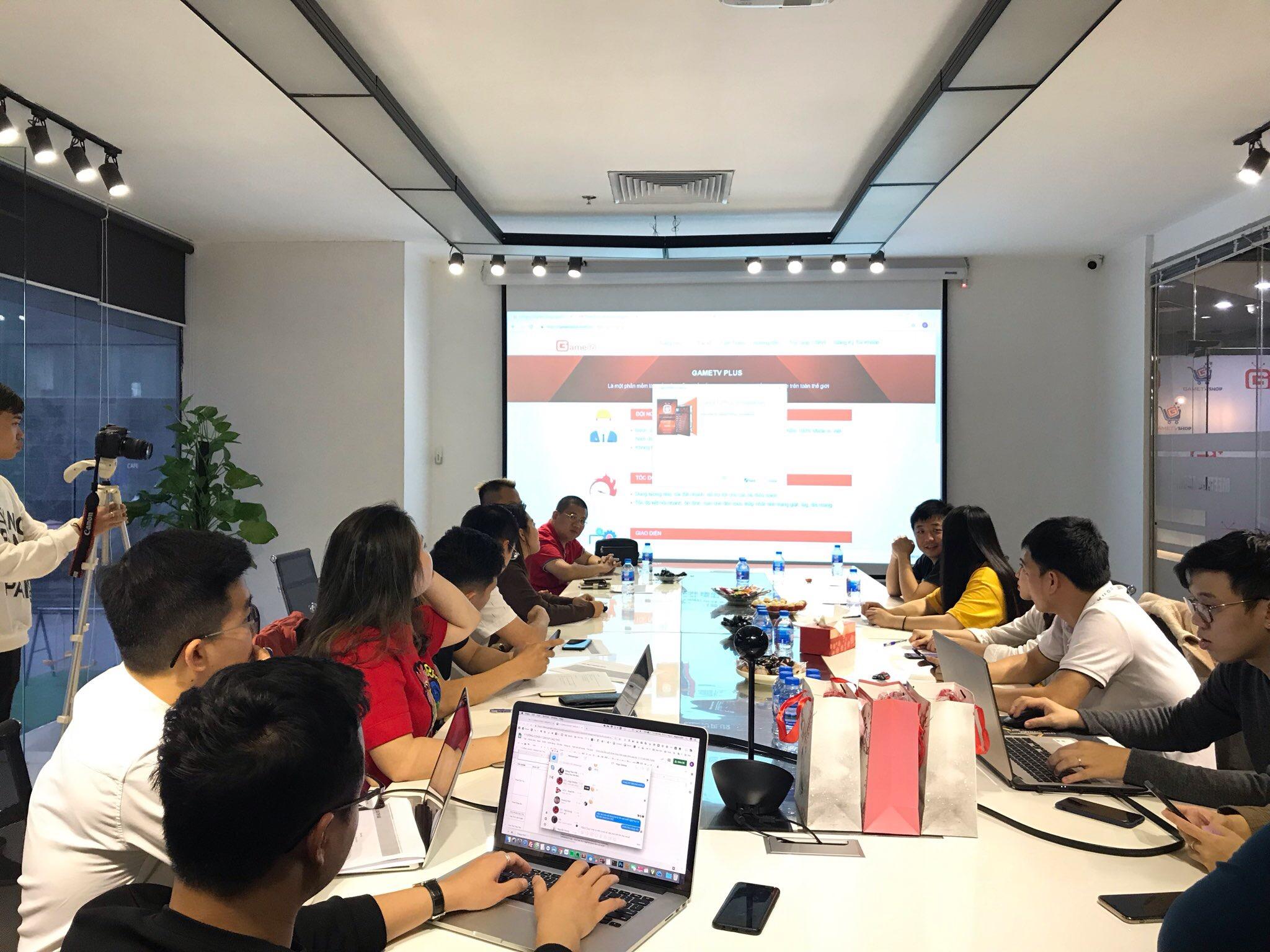 Bên cạnh đó, hai bên cũng trao đổi thêm về sự kiện giao hữu AoE giữa Việt Nam và Trung Quốc sắp tới