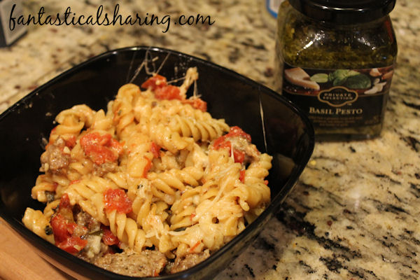 One Pot Sausage, Tomato, & Pesto Pasta // One pot magic does it again with this delicious pesto pasta! #recipe #onepot #sausage #pasta #pesto