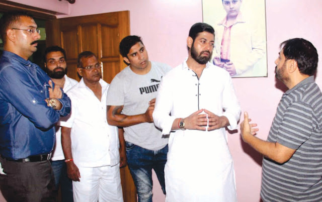 Congress leader Vikas Chaudhary has examined the incidents of two theft in Sector-7