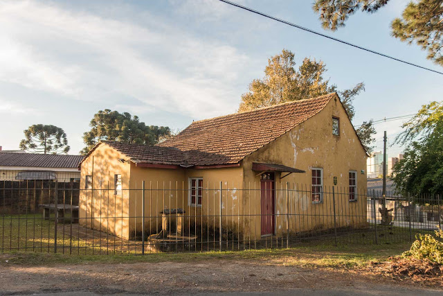 Biblioteca Franco Giglio abandonada, em Curitiba