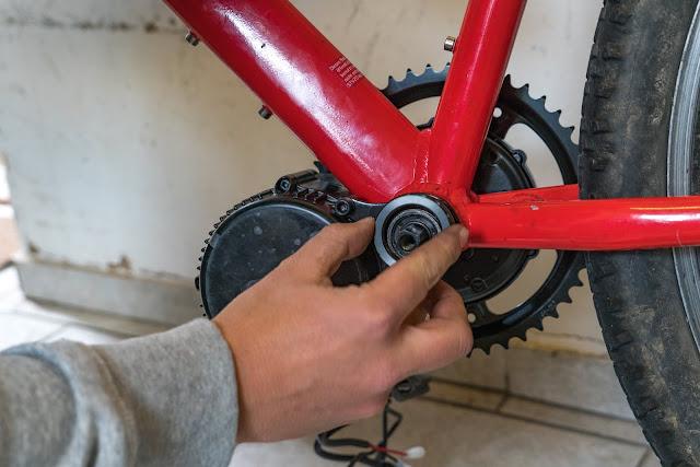 E-Bike-Umbau So baust du dir dein eigenes E-Bike mit Mittelmotor  DIY E-MTB Anleitung zum E-Bike Umbau mit Bafang BBS01 Mittelmotor E-Bike selber bauen aus altem Mountainbike 20
