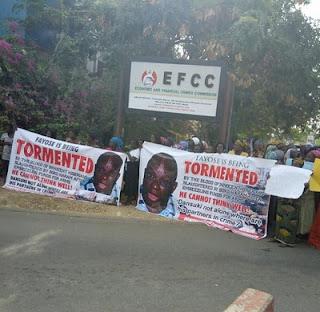 Women, Youths Besiege EFCC Office, Demand Fayose's Arrested Over Arms Fraud