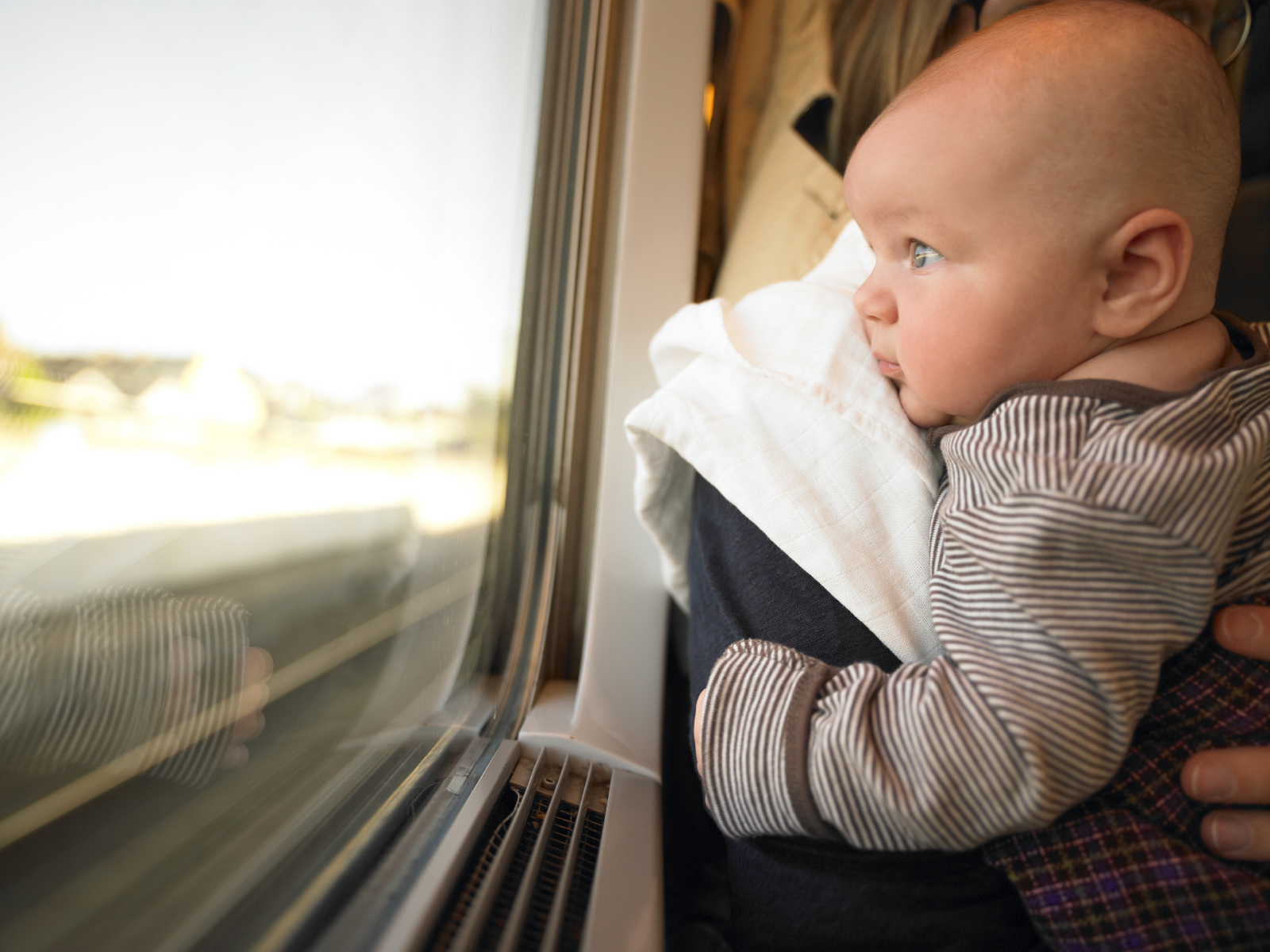 Tips Aman Membawa Bayi di Kereta Api Antar Kota