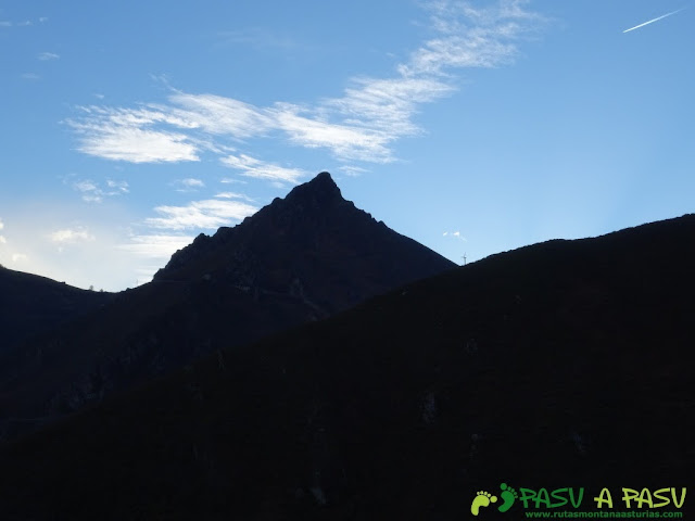 Pico Castillo, Belmonte, silueta piramidal