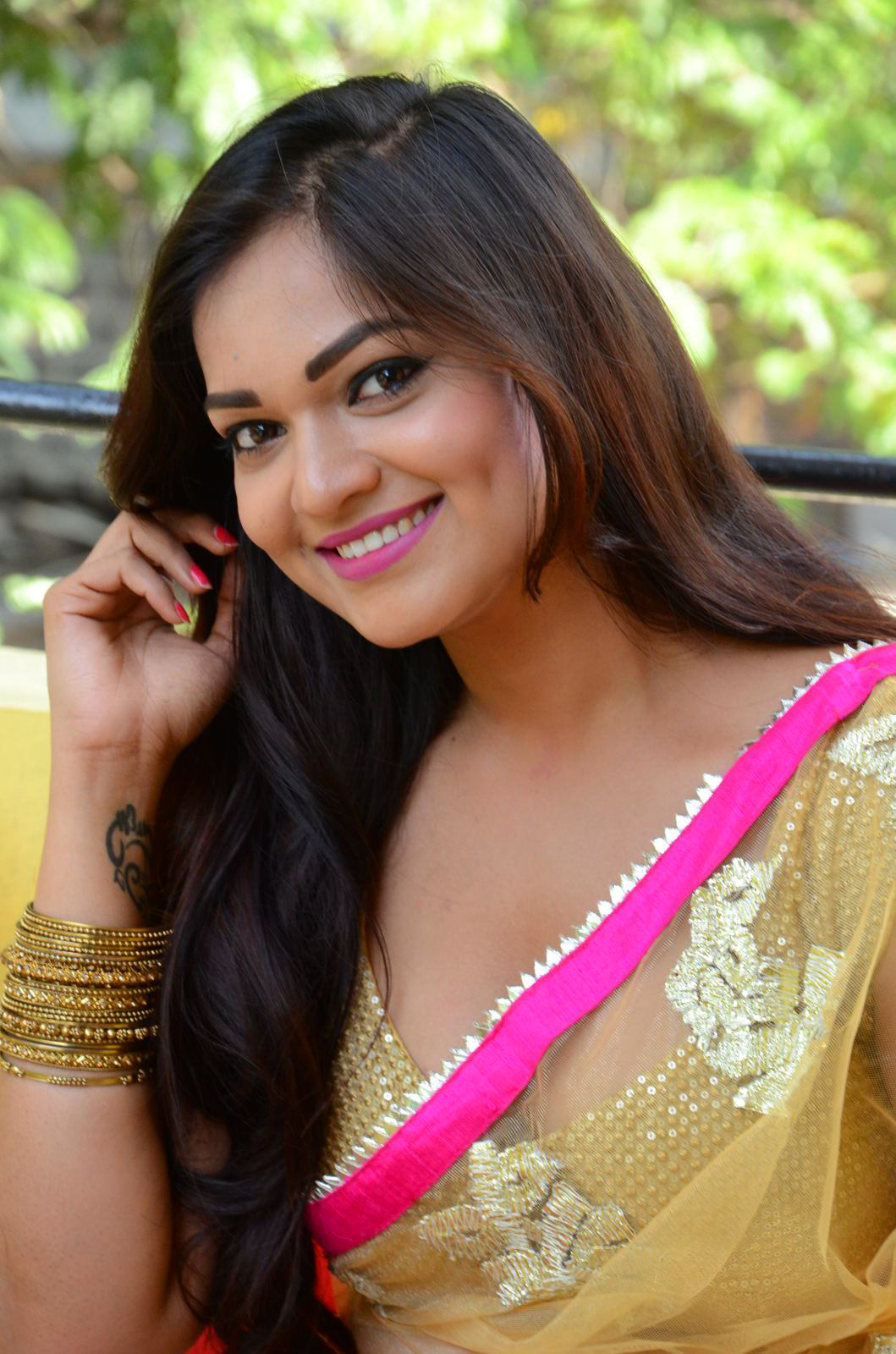 ashwini cleavage in yellow saree   south indian actress