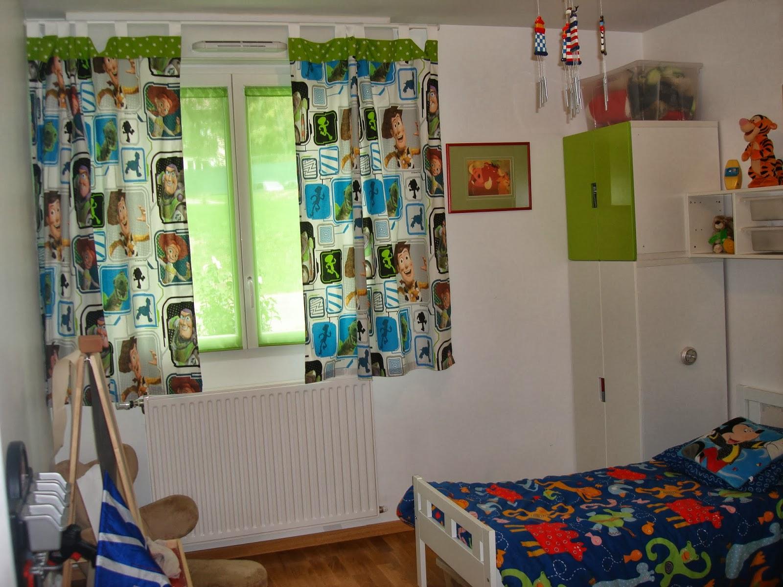 chambre gar on th me buzz l 39 clair latetedanslesetoiles y 39 a maman la maison. Black Bedroom Furniture Sets. Home Design Ideas