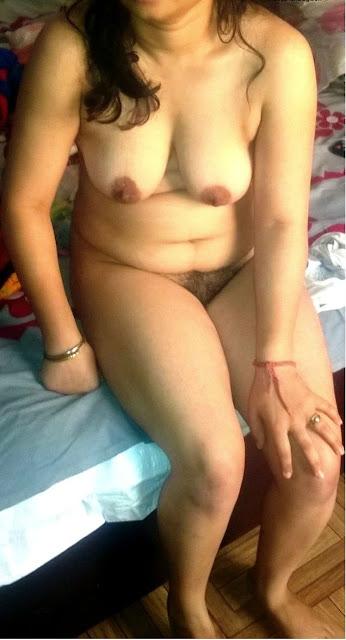 hot bhabhi ke gore dood,sexy wife nude,desi aunty ki gaand chudai