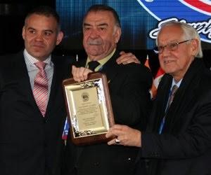 FEDERACIÓN CORDOBESA DE BOX: José Graglia recibió reconocimiento de la  A.M.B.