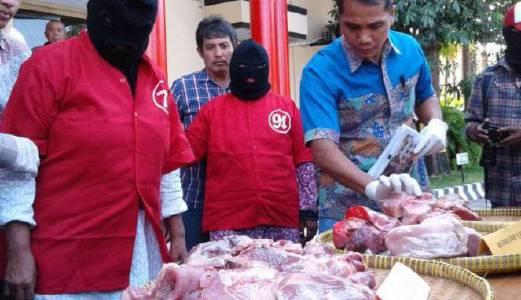 Ditahan jual daging babi didakwa daging lembu