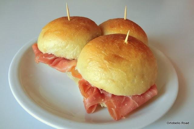 Conosciuto Pan di Pane: Ricetta Panini morbidi all'olio con pasta madre, Mini  UE46
