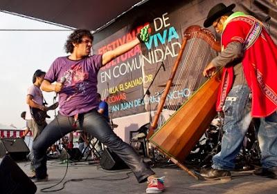 Foto de la banda La Sarita en el escenario