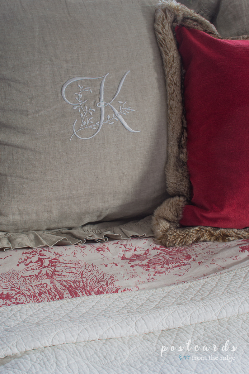 Holiday sheets - love this! Lots of other great Christmas decorating ideas on this site.