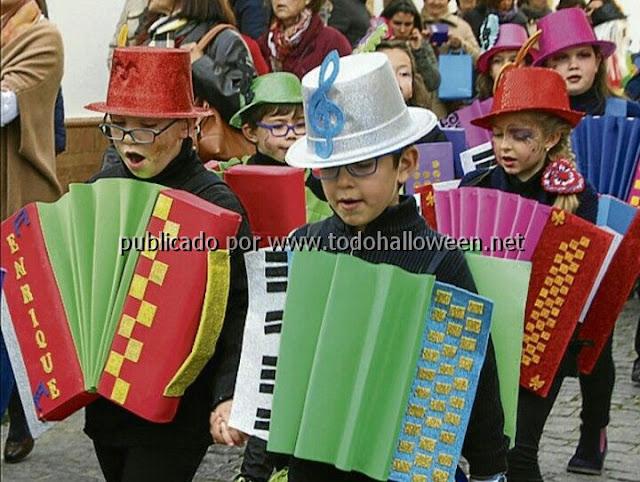 Disfraz escolar niños con acordeón