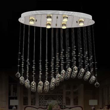 Nhà chung cư đẹp chẳng kém biệt thự với đèn thả trần pha lê sang trọng